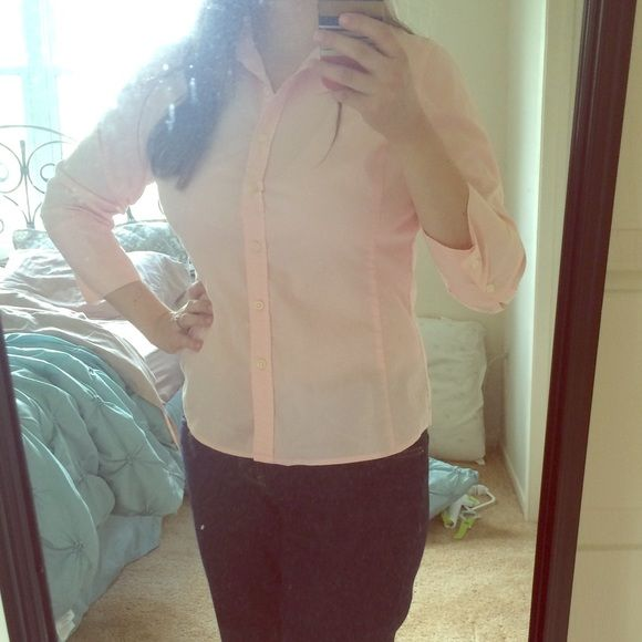 Classic light pink button down blouse This classic blouse is so beautiful and a staple in any wardrobe. Worn with a pencil skirt and pearls it become business casual, but with denim crops, it's summer and carefree! Fantastic condition Merona Tops Button Down Shirts