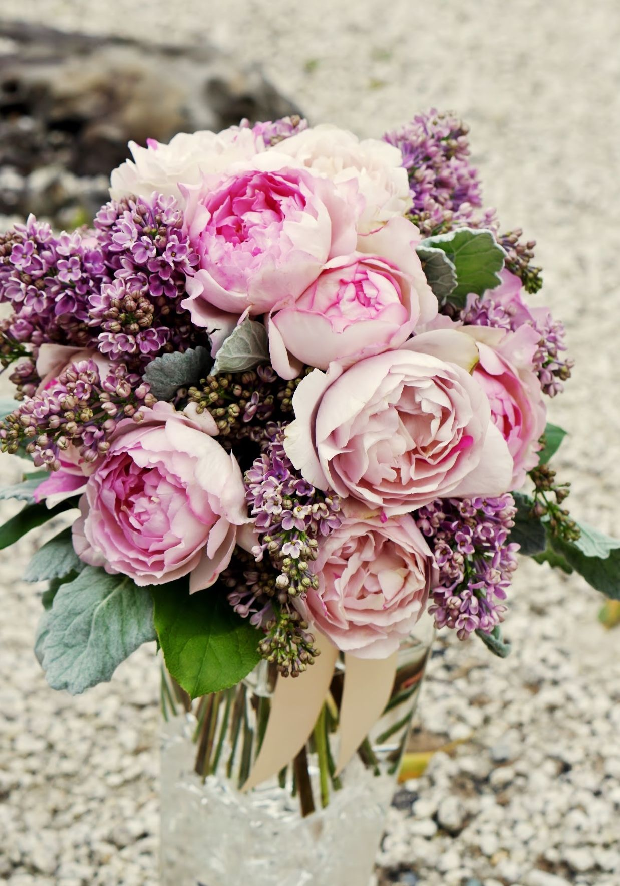 vressetRose #Wedding #girlychic#smokypink #bouquet #clutcfbouquet ...