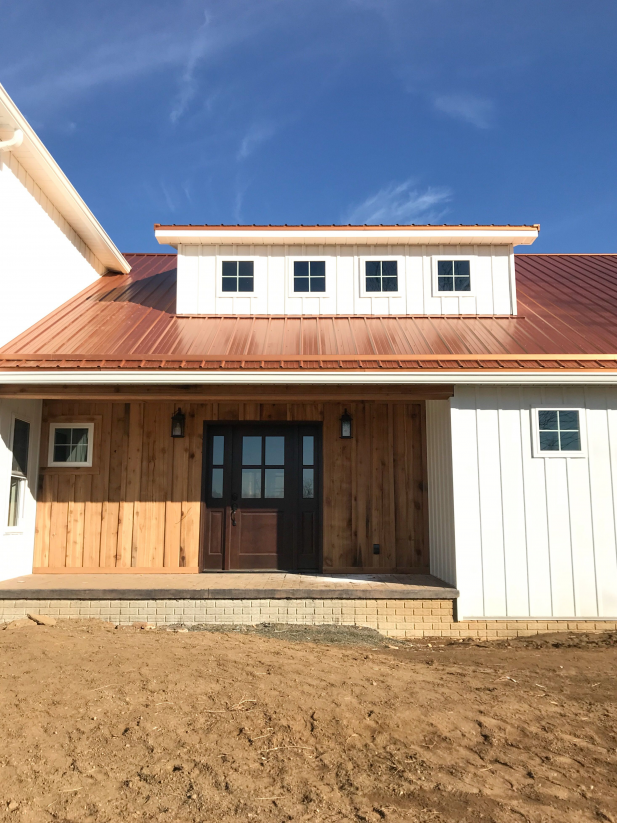 Copper Penny Roof With Cedar And Steel Board And Batten Siding Chickenhouses In 2020 Blechdach Haus Kupferdach Modernes Bauernhaus Aussen