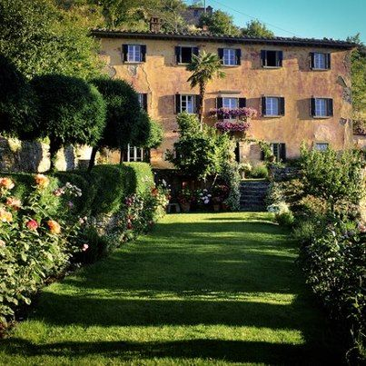 When Frances Mayes Author Of Under The Tuscan Sun Saw Bramasole A Neglected 200 Year Old Tuscan Farmhouse Under The Tuscan Sun Tuscan Garden Tuscany Italy