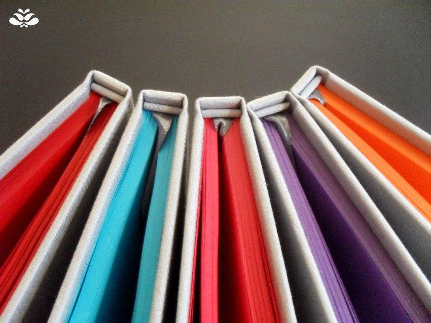 Caderno Colors Edição Especial #encadernação #cadernoartesanal #feitoamao #bookbinding #handmade #papelaria #ediçãoespecial #colors