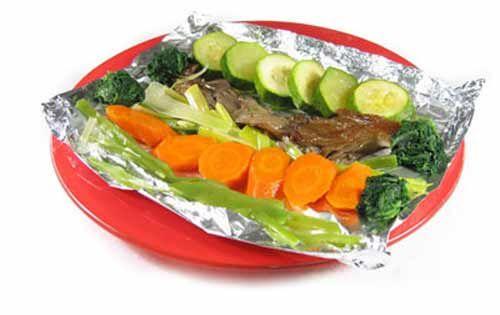 Asado en papel de aluminio. - Marina Muñoz Cervera - También conocida como «papillot» es una técnica culinaria que minimiza la pérdida de nutrientes. Consiste en cocinar los alimentos envueltos en un papel de aluminio o en bo...