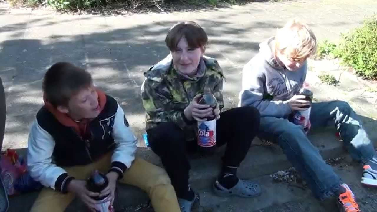 EXPLODING MOUTH!!!!! (Cola and mentos challenge)