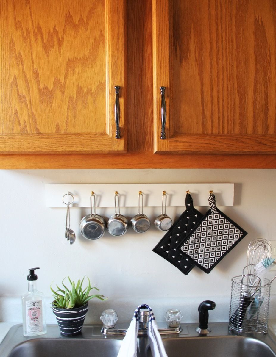 Landlord Friendly Apartment Upgrades Change Out Kitchen Cabinet Hardware Decorating