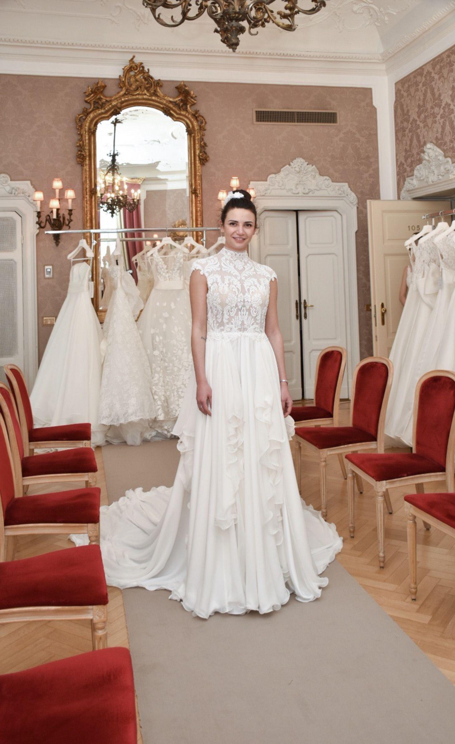 f587f705bfc4 È della nuovissima Collezione Sposa 2020 l  Abito da Sposa del giorno  firmato Stefano Blandaleone