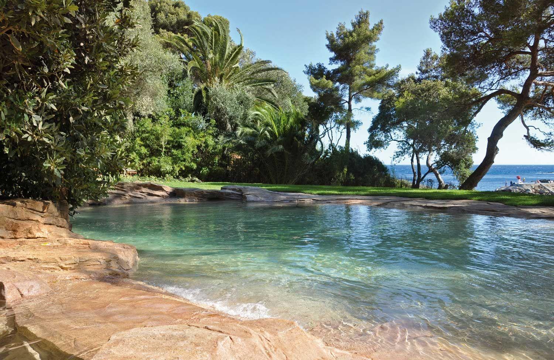 Piscine enterr e de pierre naturelle naturelle d 39 ext rieur waterworld vid os pool - Piscine naturelle ...