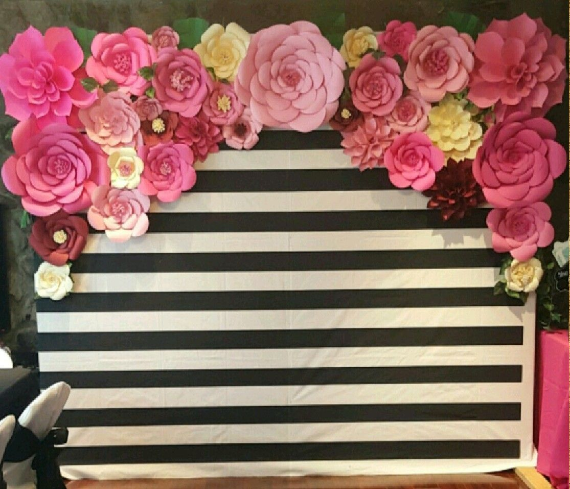 DIY Kate Spade Photo booth backdrop made with paper flowers by ...