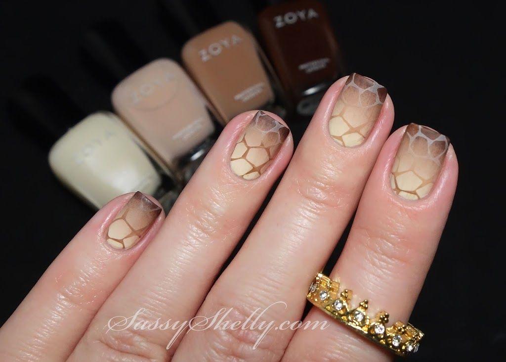 Reverse Gradient Giraffe & Crown Ring GIVEAWAY! ~ Digit-al Dozen Monochrome Week: Day 5 - Sassy Shelly