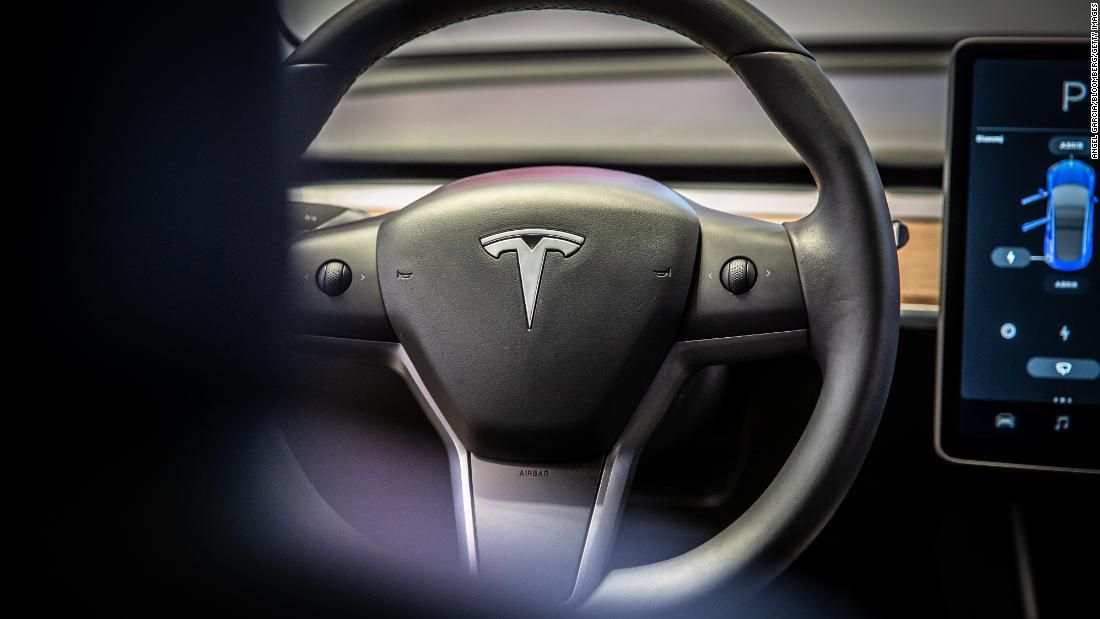 Tesla S Latest Autopilot Feature Is Slowing Down For Green Lights Too Tesla Light Green Slow Down