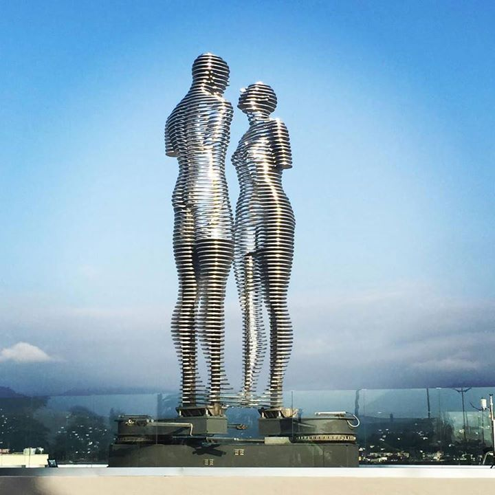 The Statue Of Love Sculpture Inspired By The Love Story Of Ali And Nino Created By Georgian Artist Tamara Kvesitadze Love Statue Statue Tragic Love Stories