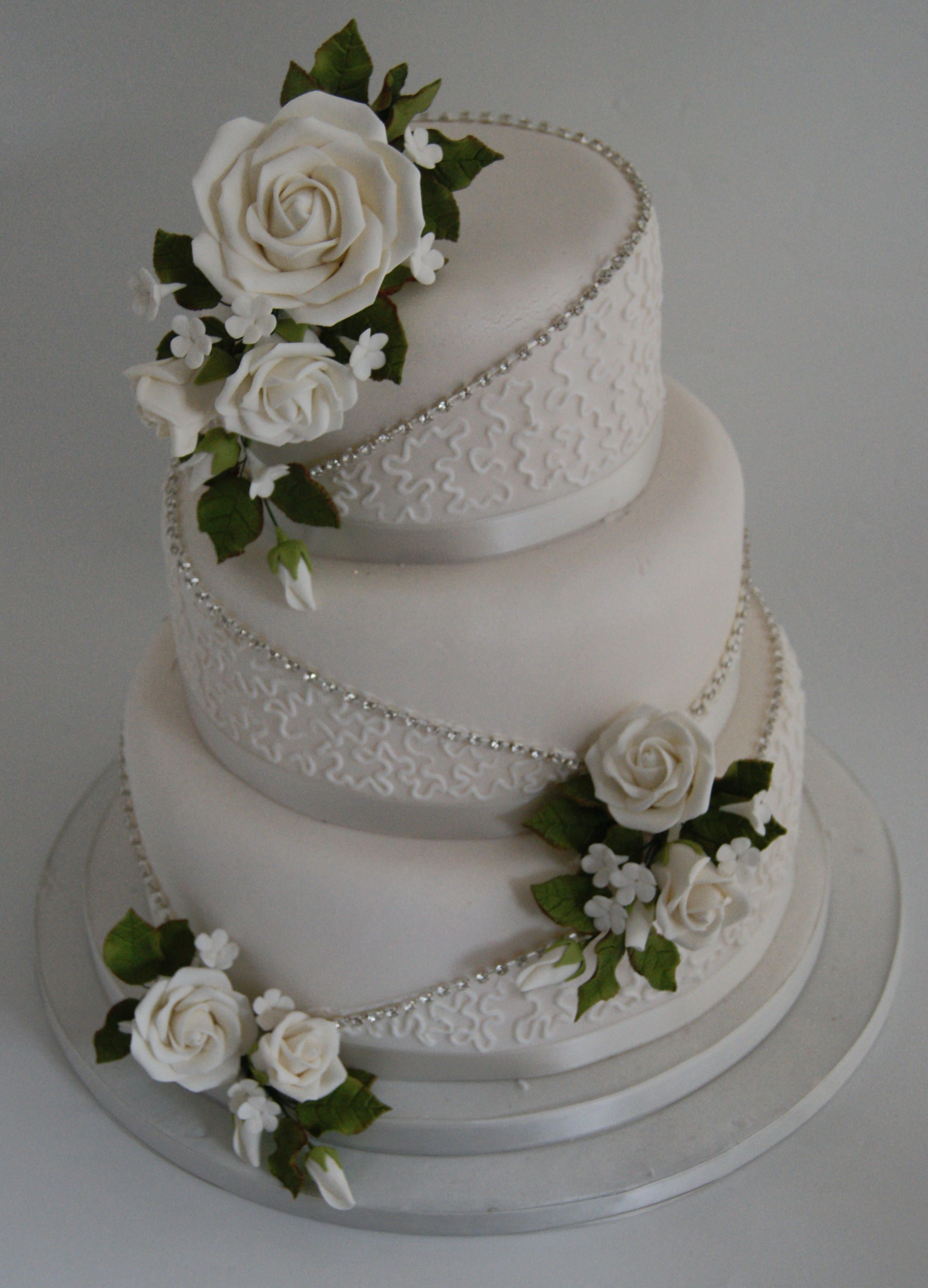 Found My Grandmas 60th Wedding Anniversary Cake But Will Have Red Rosesher