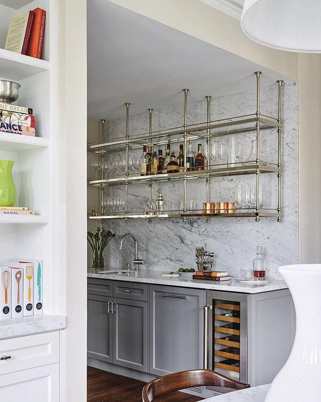 the marble wall makes a gorgeous bar stand out luxeathome sandow rh pinterest nz