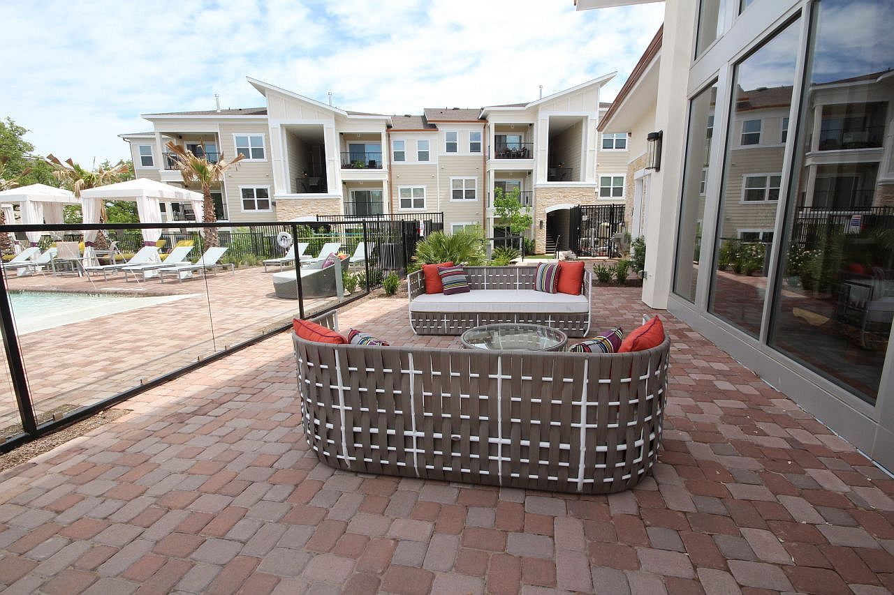 Relaxing Pool Patio At A Luxury Apartment Complex In Cedar Park Texas Id 28509 Cool Apartments Austin Apartment Apartment Complexes