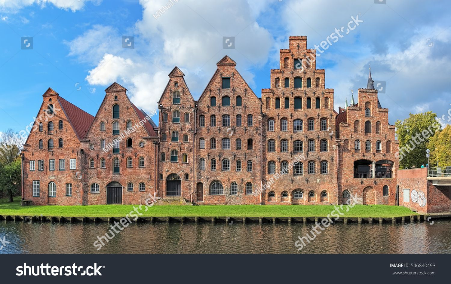 Salzspeicher Salt Storehouses Six Historic Brick Buildings On The Upper Trave River In Lubeck Germany Amazing Buildings Brick Building
