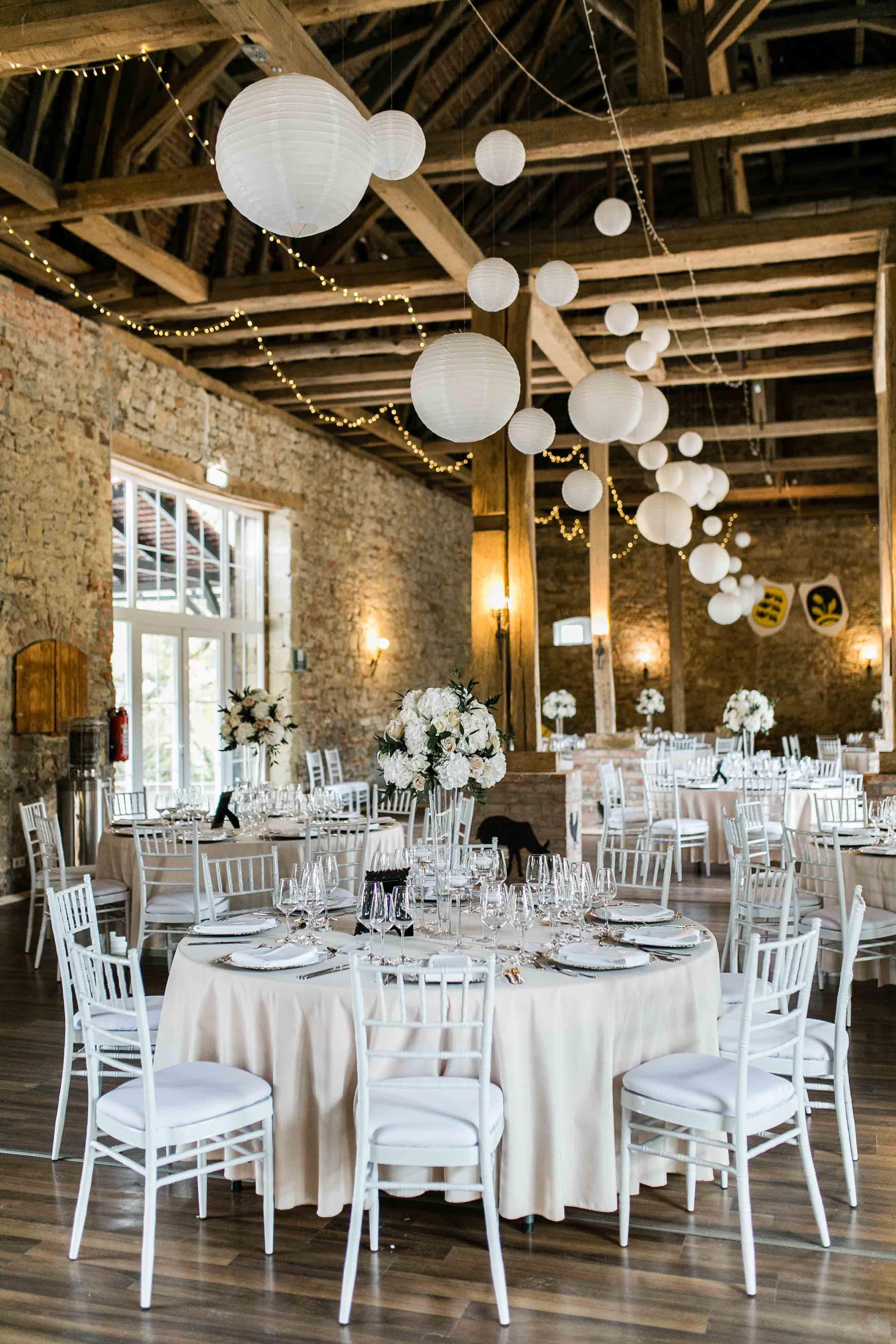 Eventscheune Schloss Assumstadt Rustikale Hochzeits Deko Hochzeitslocation Hochzeit Location