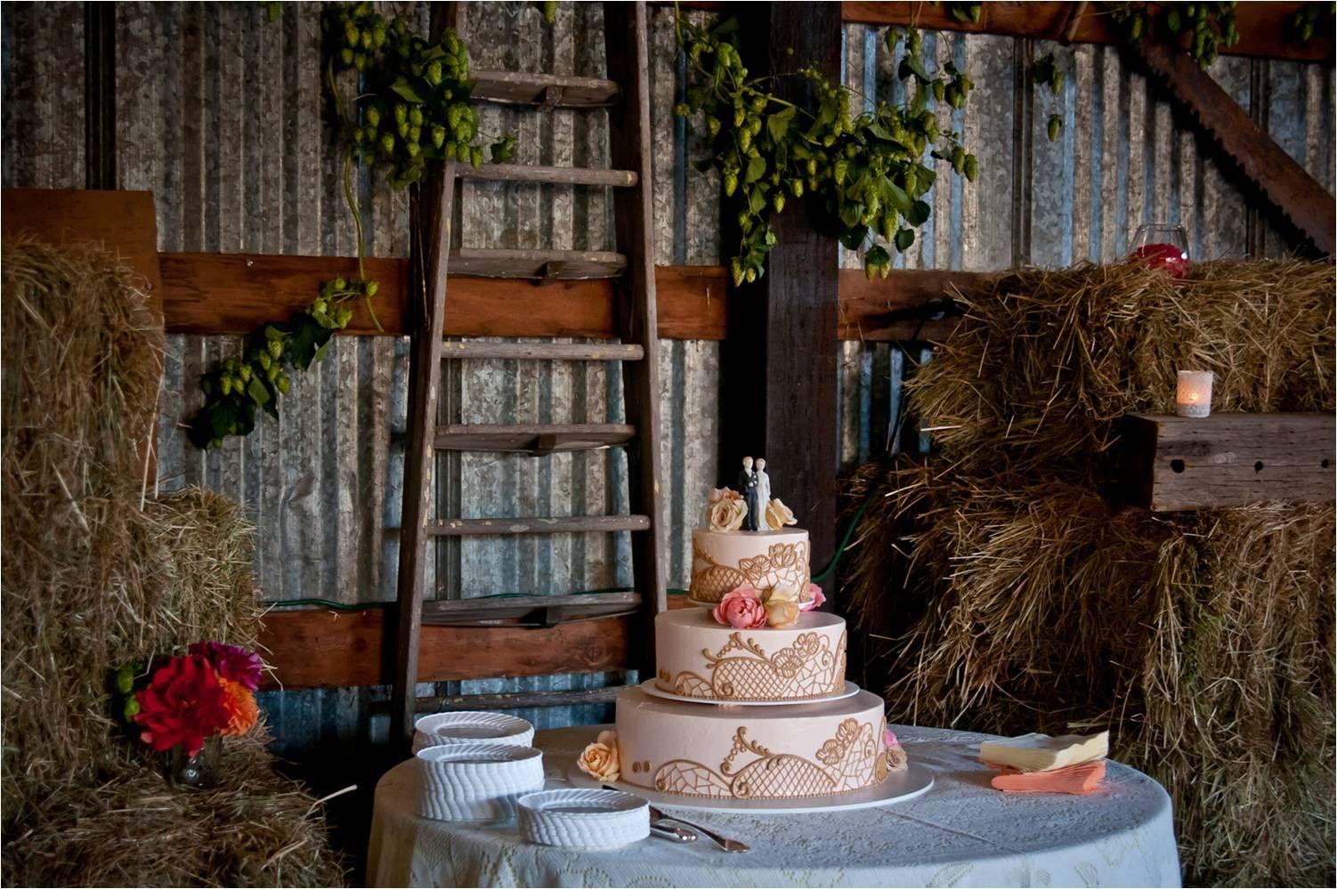 Rustic Barn Wedding Venue With Vintage Inspired 3 Tier ...