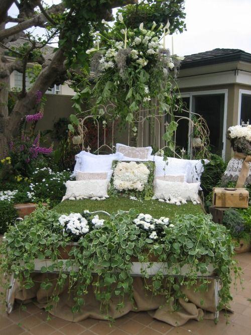 lady-gray-dreams:    So creative, wish this was in my garden.☜♥☞
