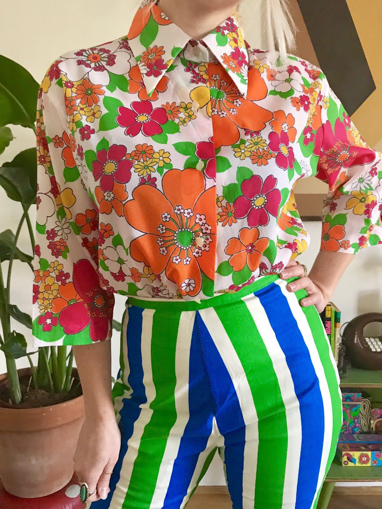 Vintage 1960s Flower Power Collared Blouse L Xl Mod 60s 70s Dagger Collared Button Down Shirt Day Glo Pink Orange Green Daisy Print Top