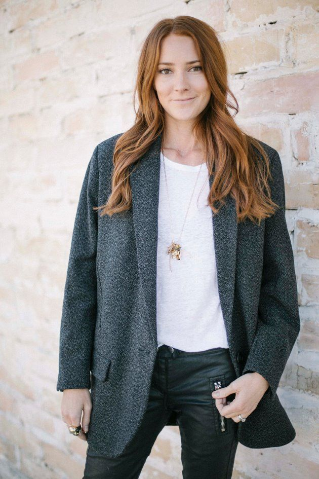 Blogger Sam of Could I Have That wearing her custom Jennifer Fisher Jewelry 14k gold charm necklace