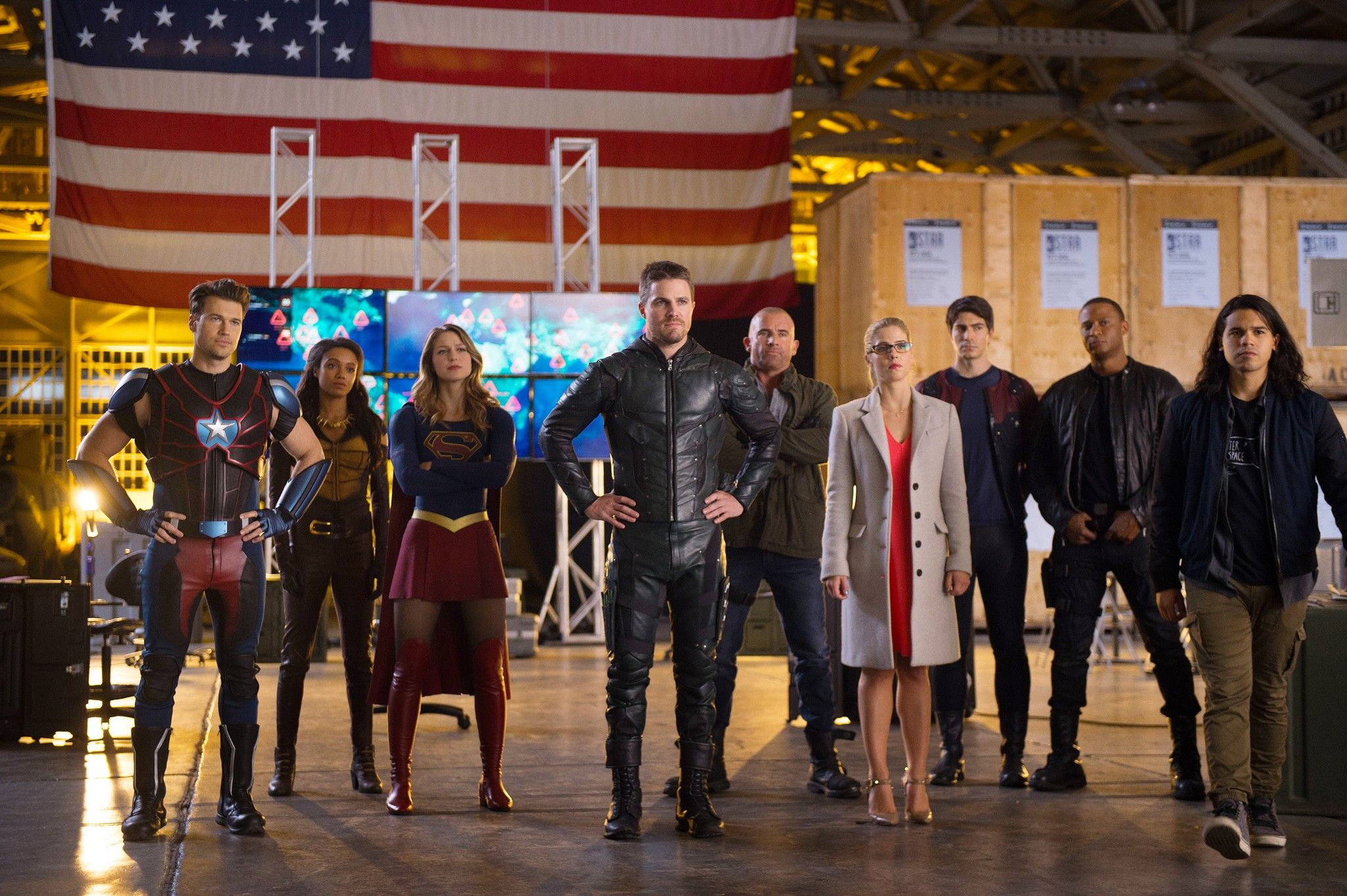 Legends Of Tomorrow 2x07 Invasion Crossover Supergirl And