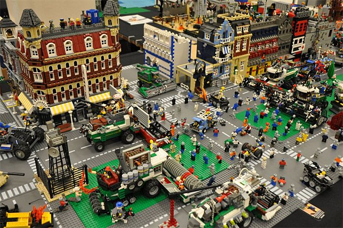 Lego zombie apocalypse- because just WATCHING the Walking Dead isn't ...