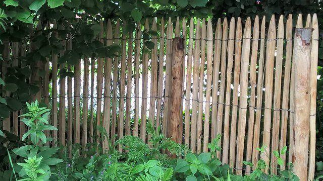 Ganivelle Ou Treillage Bois Du Chataignier Woods Ambiance Cloture Chataignier Treillage Bois Cloture Rustique
