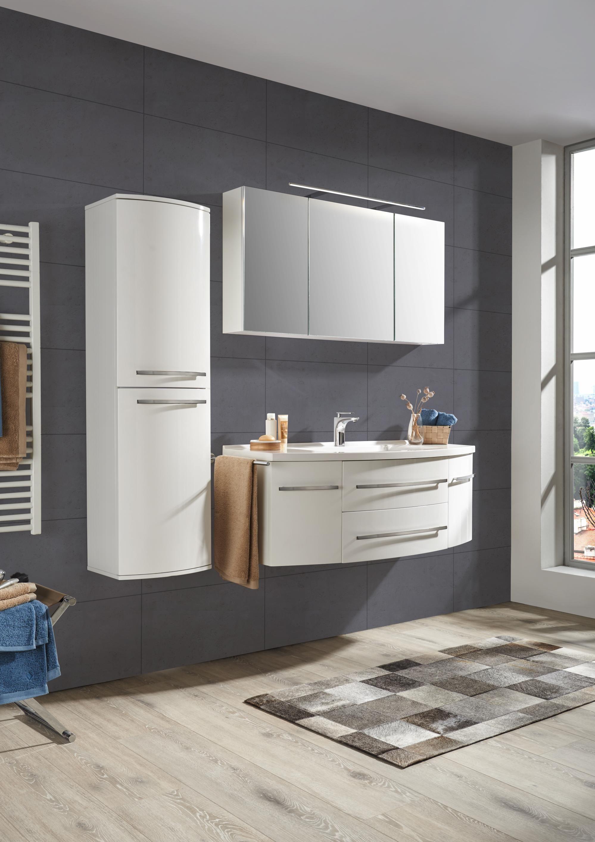 Wunderschönes Badezimmer in Weiß: Ihre individuelle Wellness-Oase ...