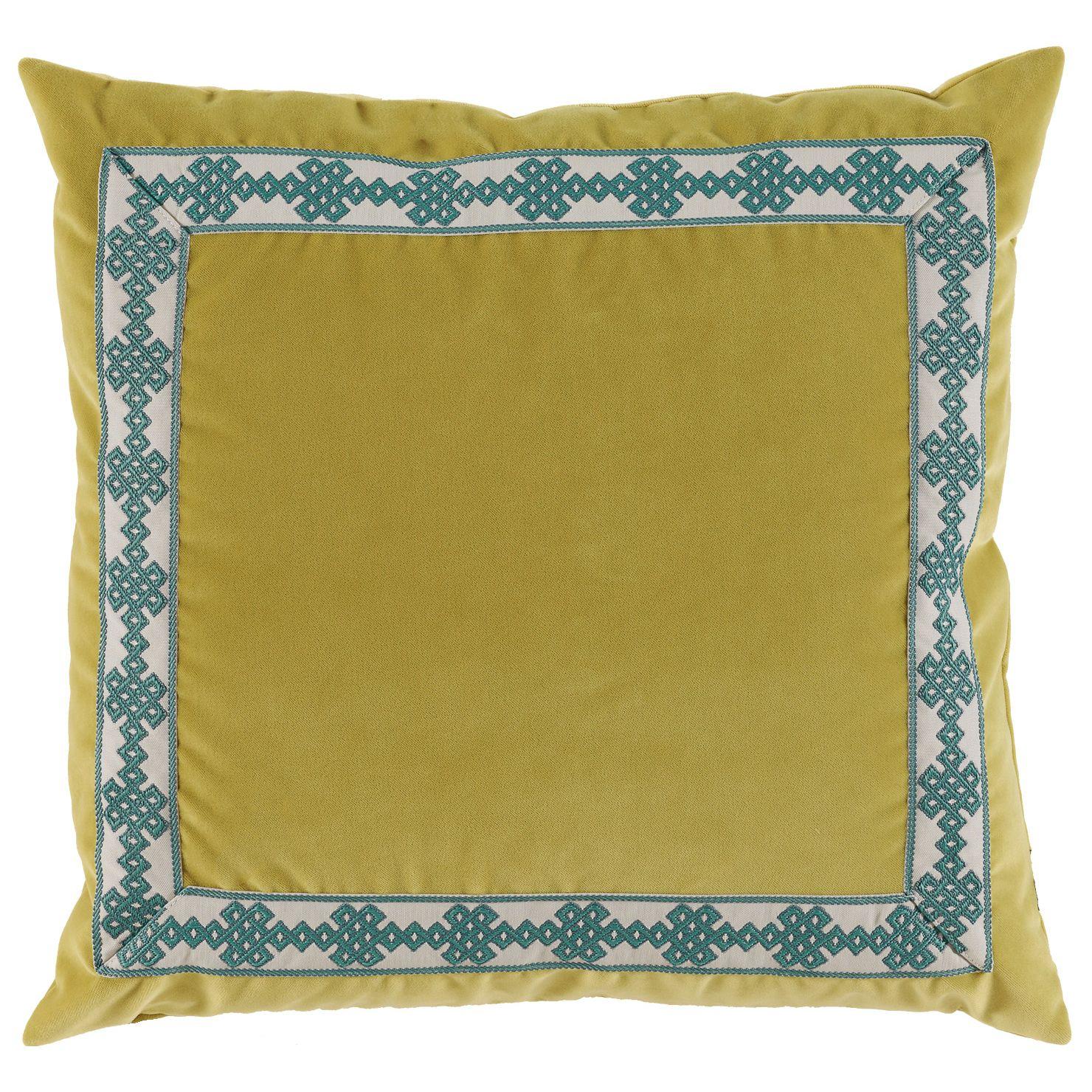 Luxuriously textured in elegant velvet lacefieldus amalfi throw