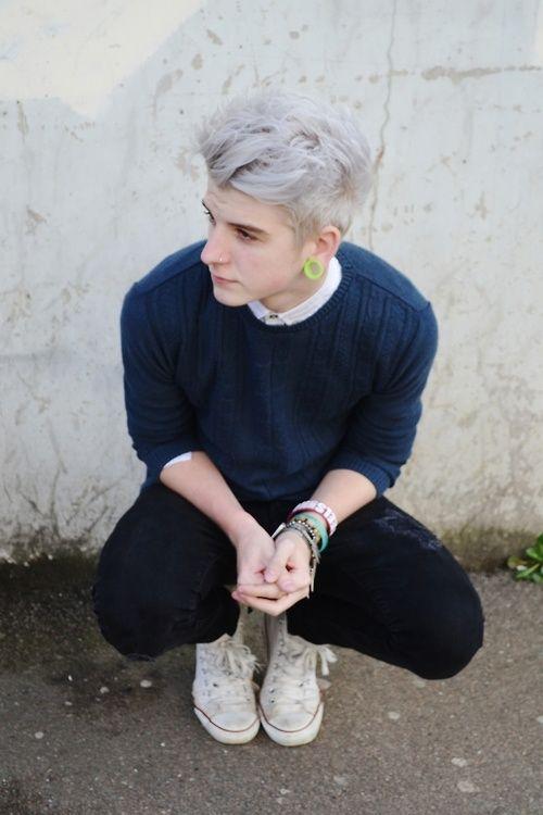 cabello gris!