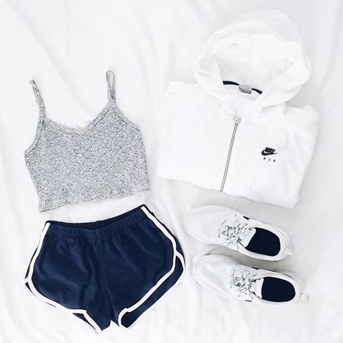 i n s t a // hearty.n.healthy Visit spasterfield.com for more summer #activewear #flatlay outfits, a...