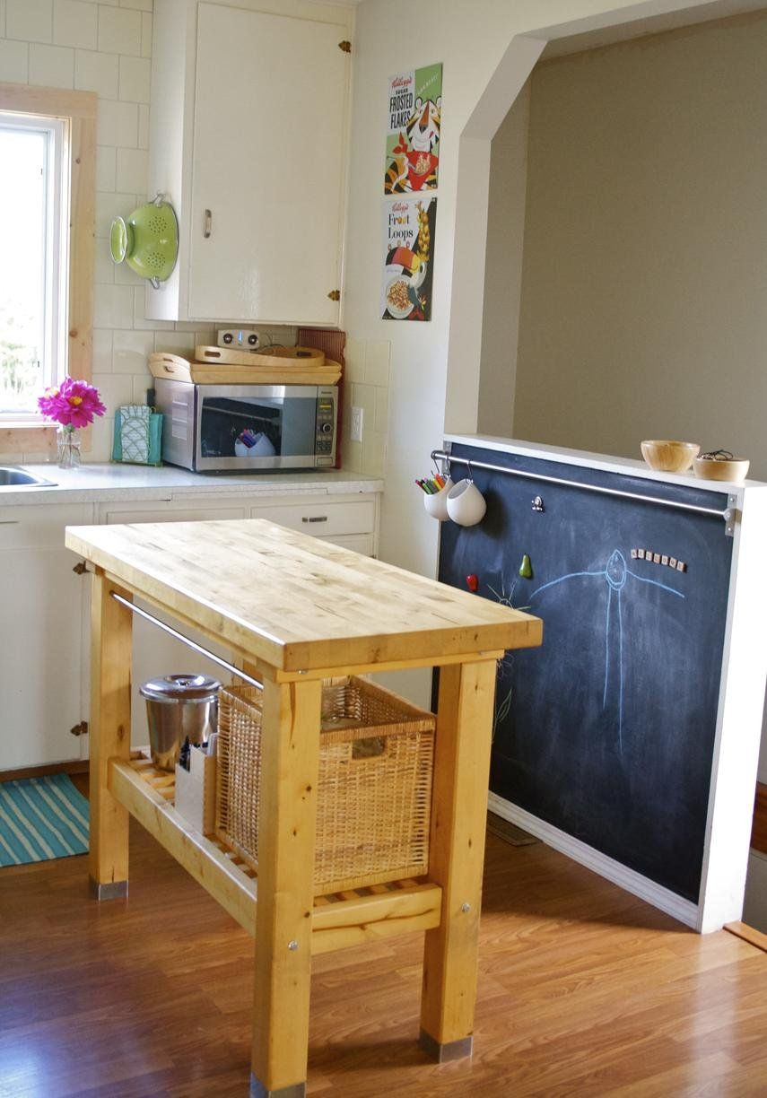 low kitchen chalkboard (to keep kids entertained) :)