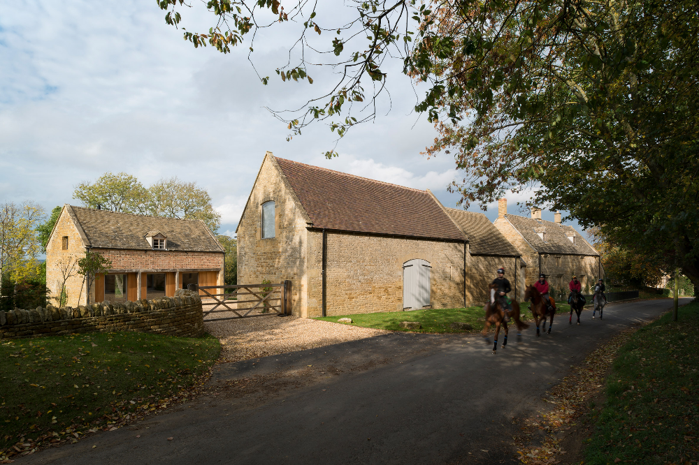 John Pawson Designs His Own Home Farm In The Cotswolds In 2020 John Pawson Cotswolds Cottage Interiors
