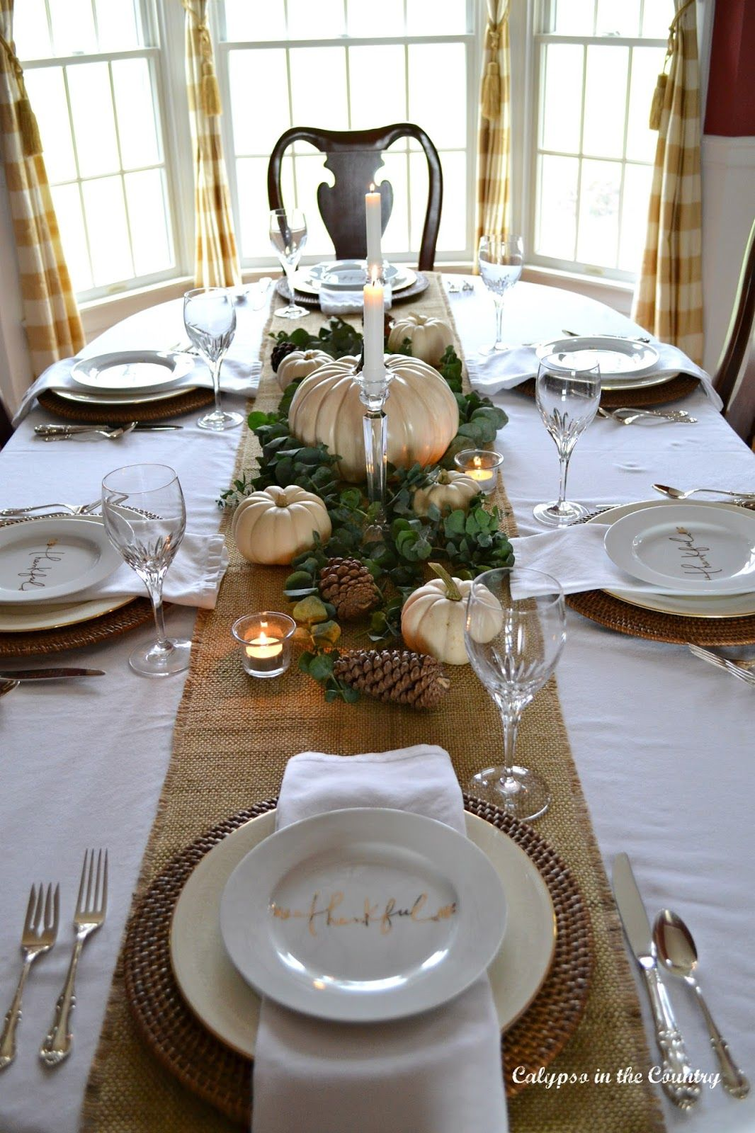Thanksgiving Table Setting with White Pumpkins #thanksgivingtablesettings