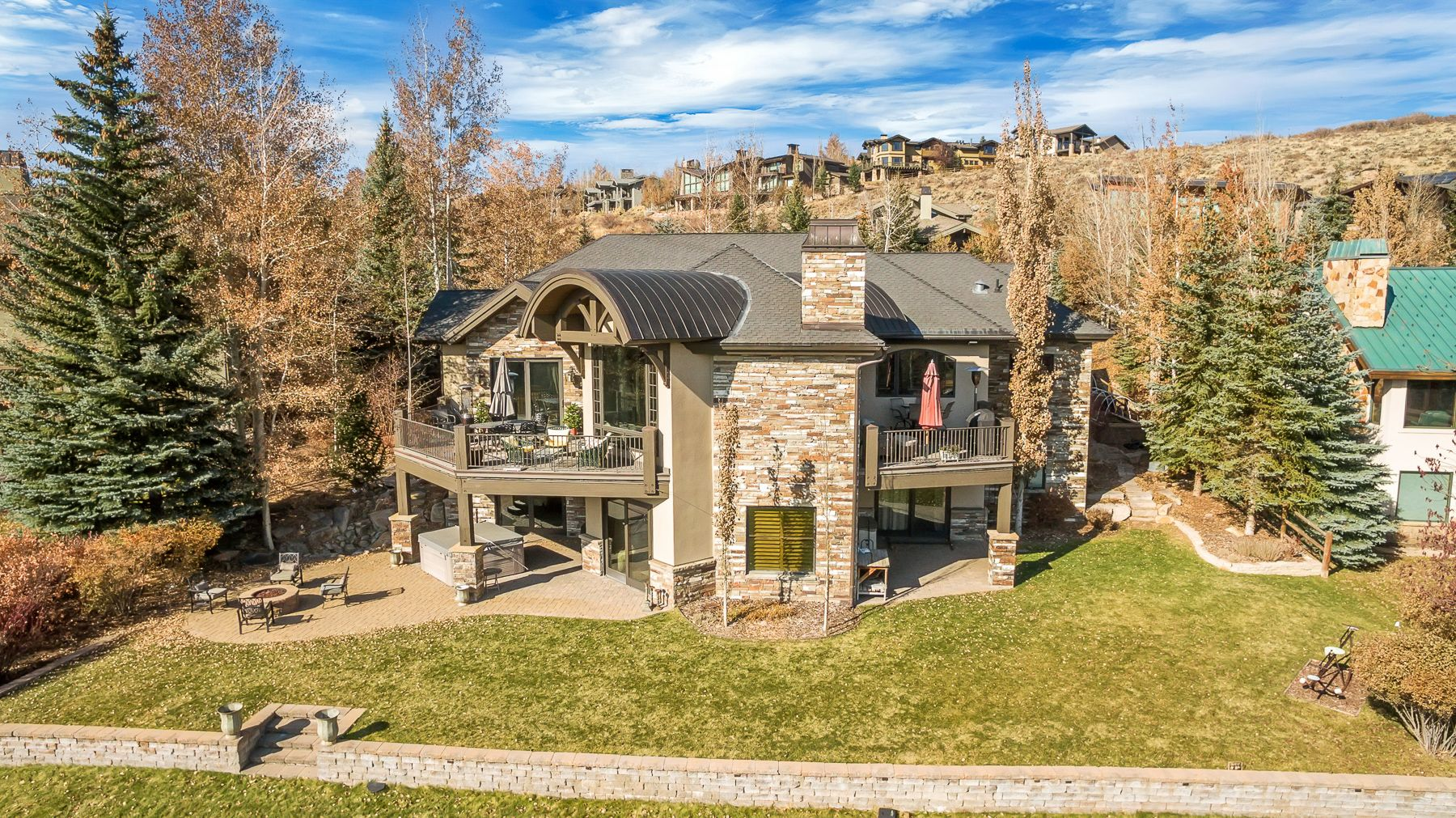 Exquisite fixtures and finishes, a large and open floor plan, and ski run and golf course views on the 11th fairway of the Park Meadows golf course make this home a must see. #WindermereUtah #RealEstate #UtahHomes #ParkCityRealEstate #DreamHome #HomeExterior #LuxuryHomes #LuxuryLifestyle #Luxury