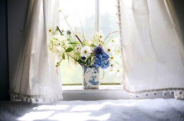 Arrangement on a windowsill