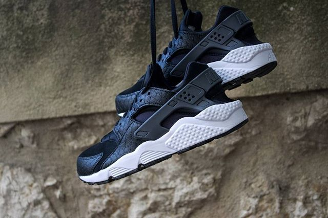 best website c9291 970c2  Nike Air Huarache Run PRM Black Dark Grey A découvrir en magasin   Cornerstreet