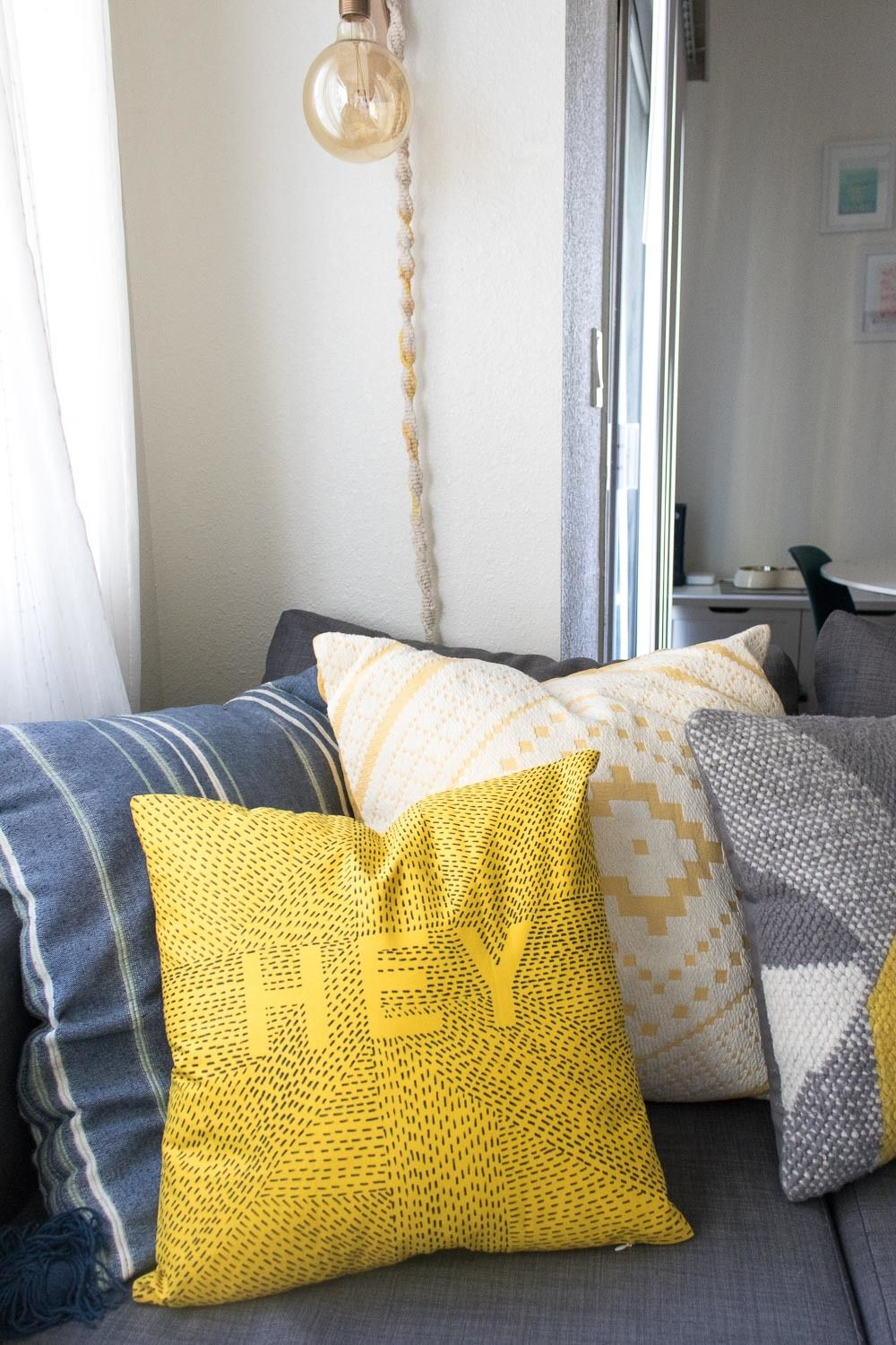 How to Update a Throw Pillow Using Only a Marker