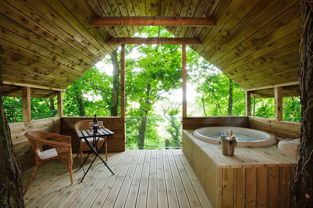 11 Love Shacks In Ireland For The Perfect Romantic Getaway Places To Stay In Ireland Luxury Cottage Ireland Cottage