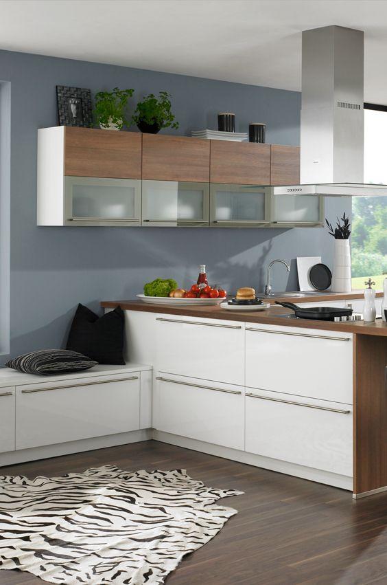 Küche in Weiß und Holz mit Zebra Teppich | Safari Küche ...