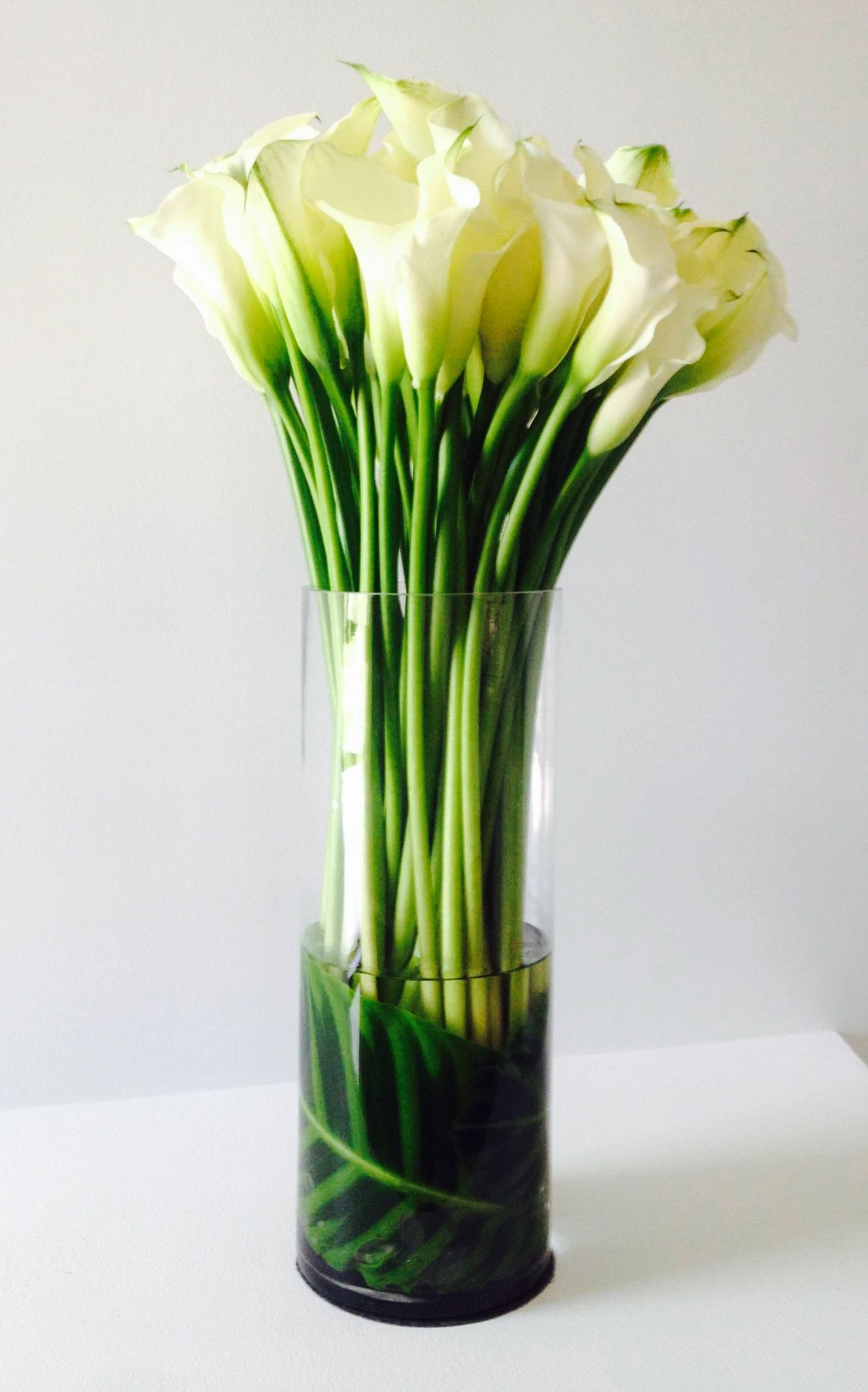 Simple white calla lily arrangement others pinterest calla simple white calla lily arrangement calla lily flowers calla lilies flower izmirmasajfo