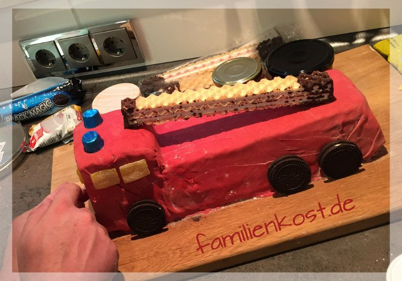 FeuerwehrautoKuchen  Rezept  kuchen  Cake Fire engine