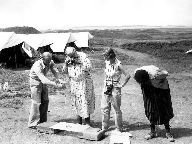 Max Mallowan and Agatha Christie working in Nimrud