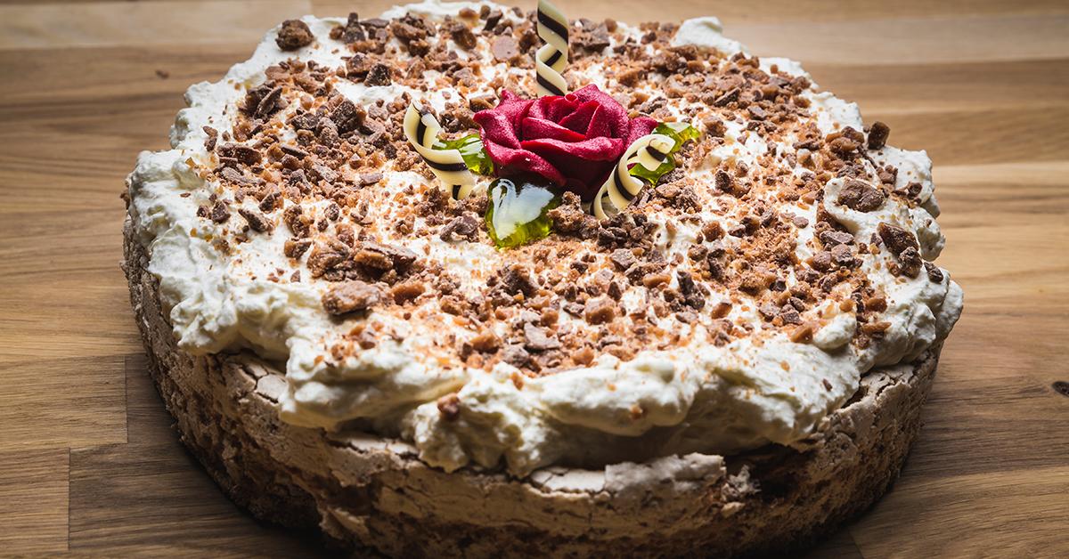 Islandsk festkake er en saftig og god kake som passer til de fleste anledninger. Prøv Kjøkkensjefens oppskrift på kaken.