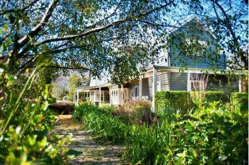 The Garden House Daylesford Daylesford The Garden House Daylesford Offers Accommodation In Daylesford Guests Benefit From B With Images House Exterior House Home Projects
