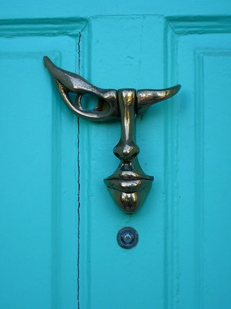 25 Creative Door Knockers
