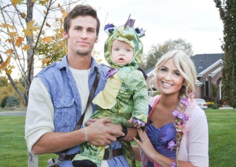 Family Costume Contest Rachel Hollis Couple Halloween Costumes Family Halloween Family Halloween Costumes