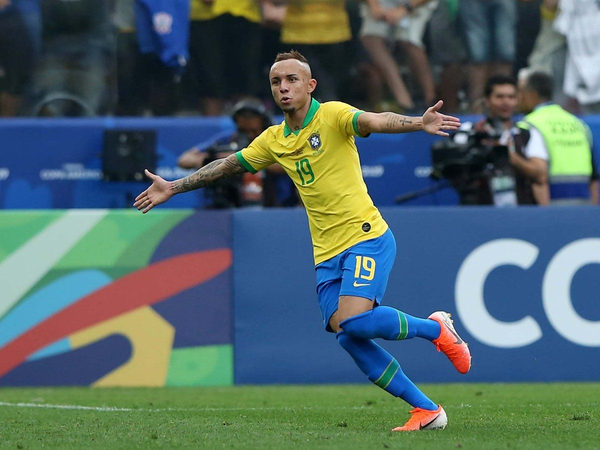 Everton Soares received a sign from Manchester City, who ...