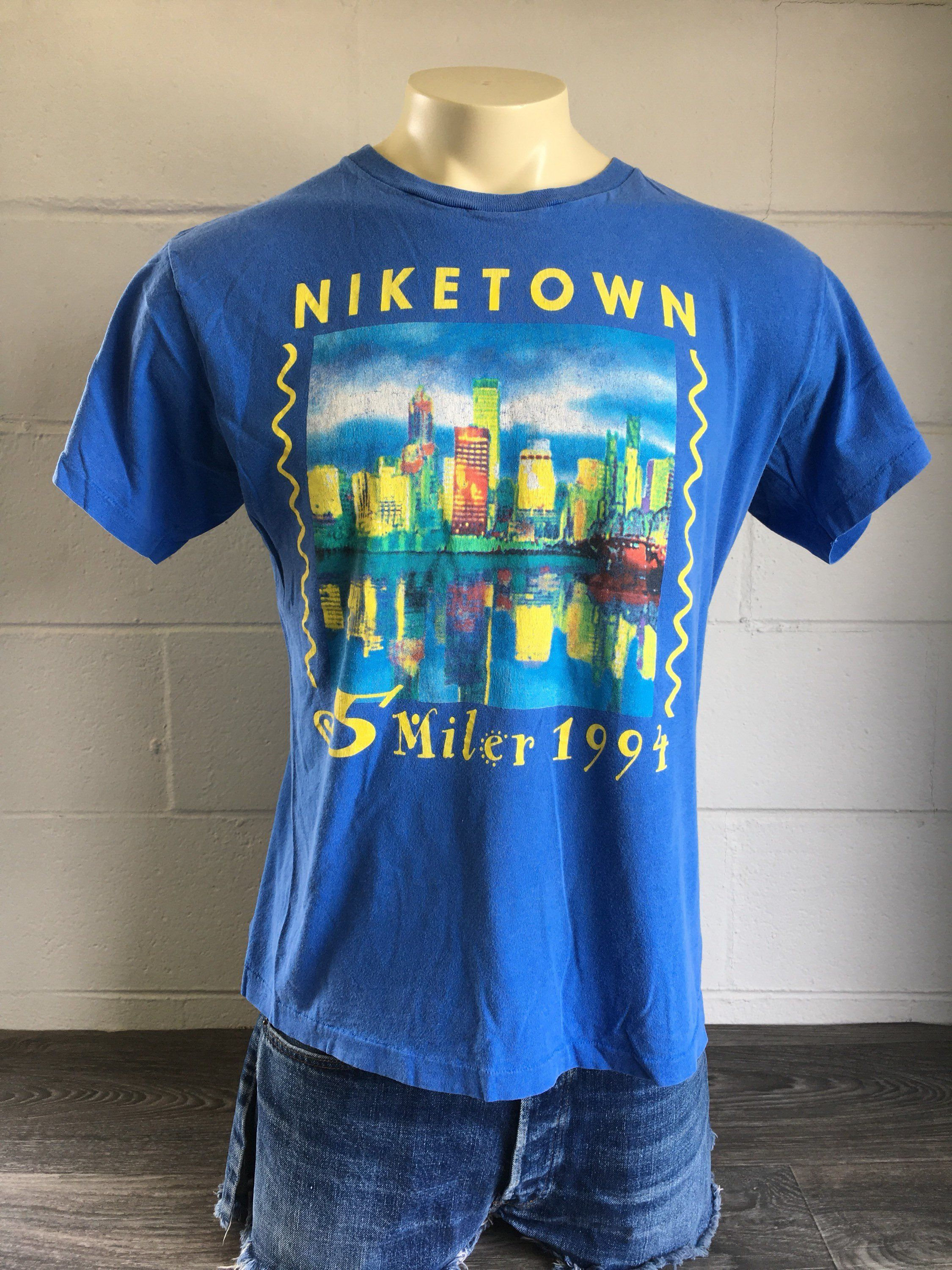 d0c95ae9271 NIKE Tshirt 1994 90's Vintage Niketown Just Do It Grey Tag Shirt 5 Miler  Double Sided Rare Race Run Tee Large by sweetVTGtshirt on Etsy