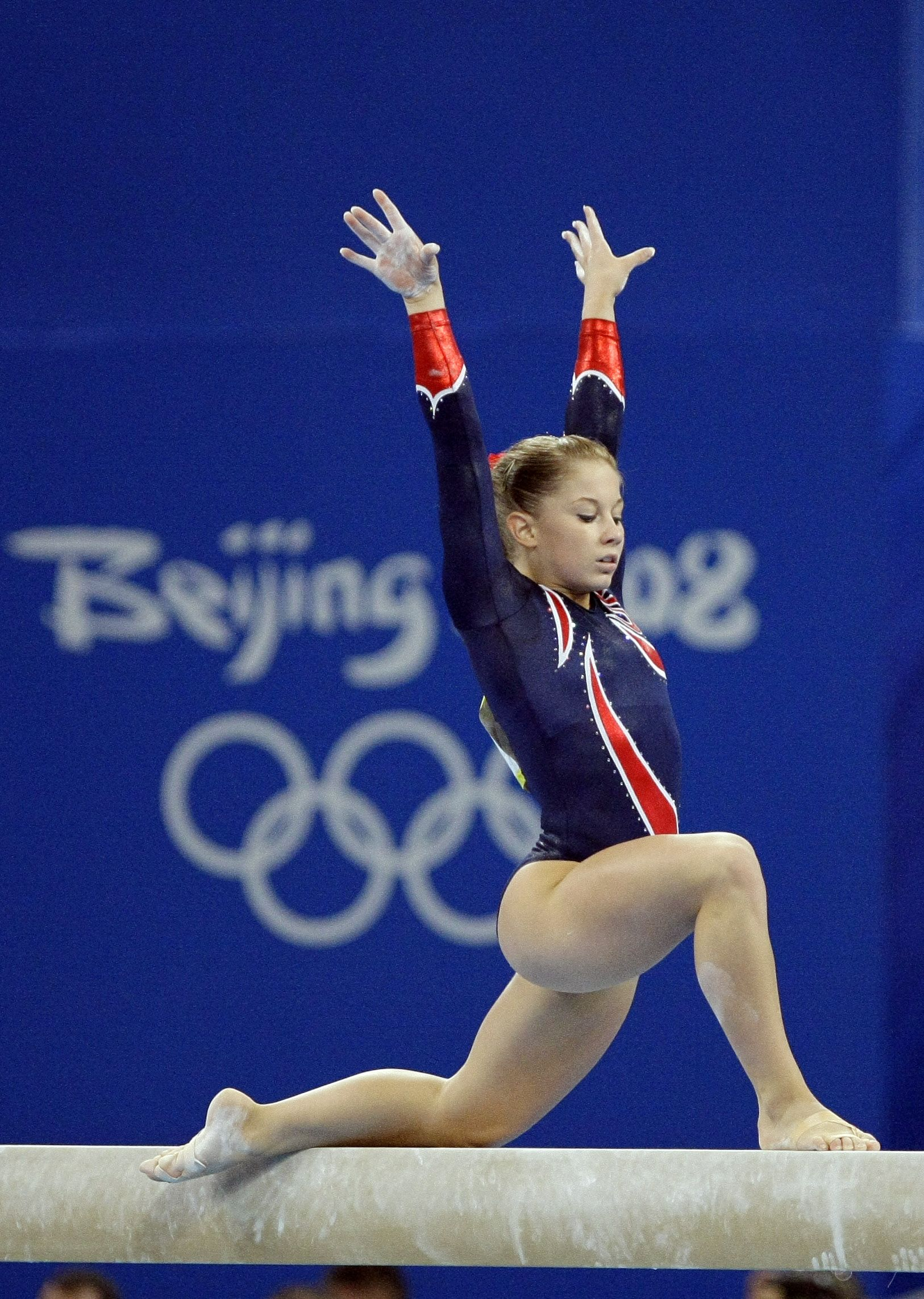 Image forward roll jpg gymnastics wiki - Gymnast Shawn Johnson Performs On The Balance Beam During The Gymnastics Apparatus Finals At The Beijing 2008 Olympics In Beijing Tuesday Aug