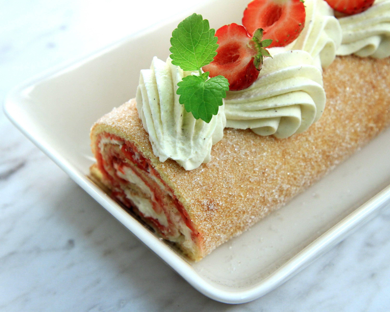 Rulltårta med jordgubbsylt och chantilly | Recept från Köket.se